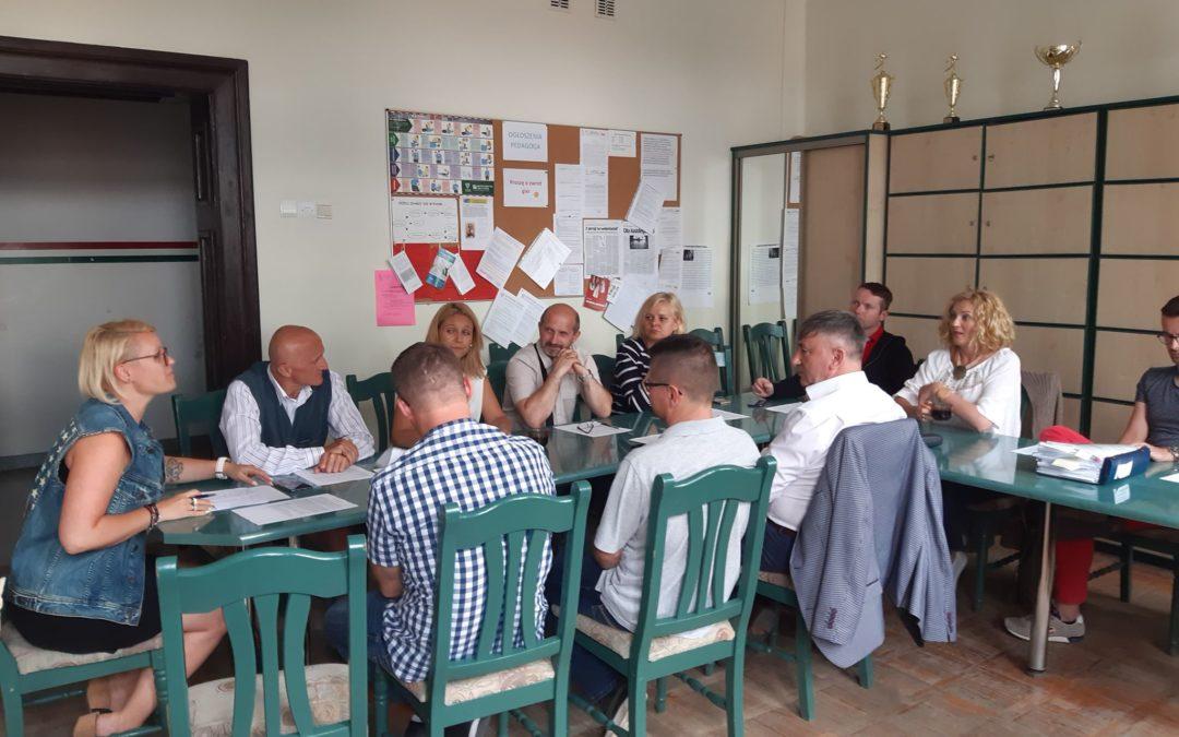 Komisja Edukacji spotkała się w Szkole Podstawowej nr 1. Gorący temat termomodernizacji