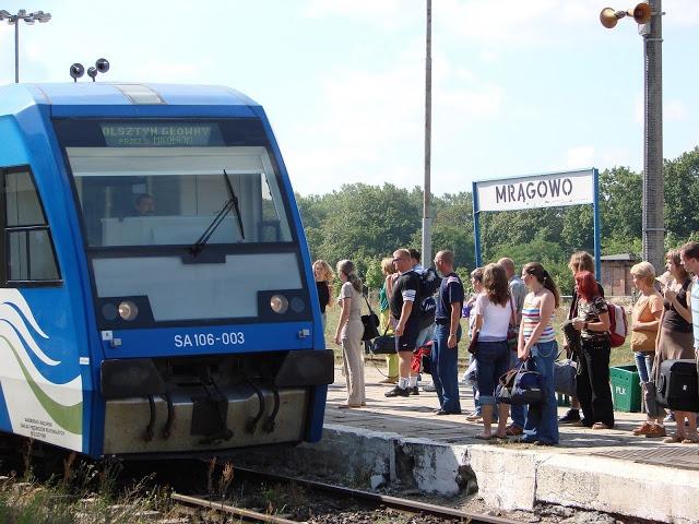 Stoi na stacji lokomotywa ………