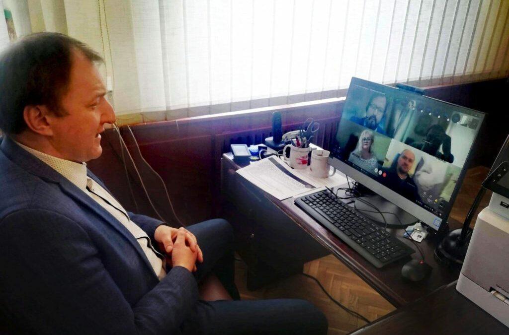 """Czy """"korespondencyjna"""" Sesja Rady Miejskiej w Mrągowie to jeszcze obrady czy spektakl na potrzeby władzy?"""